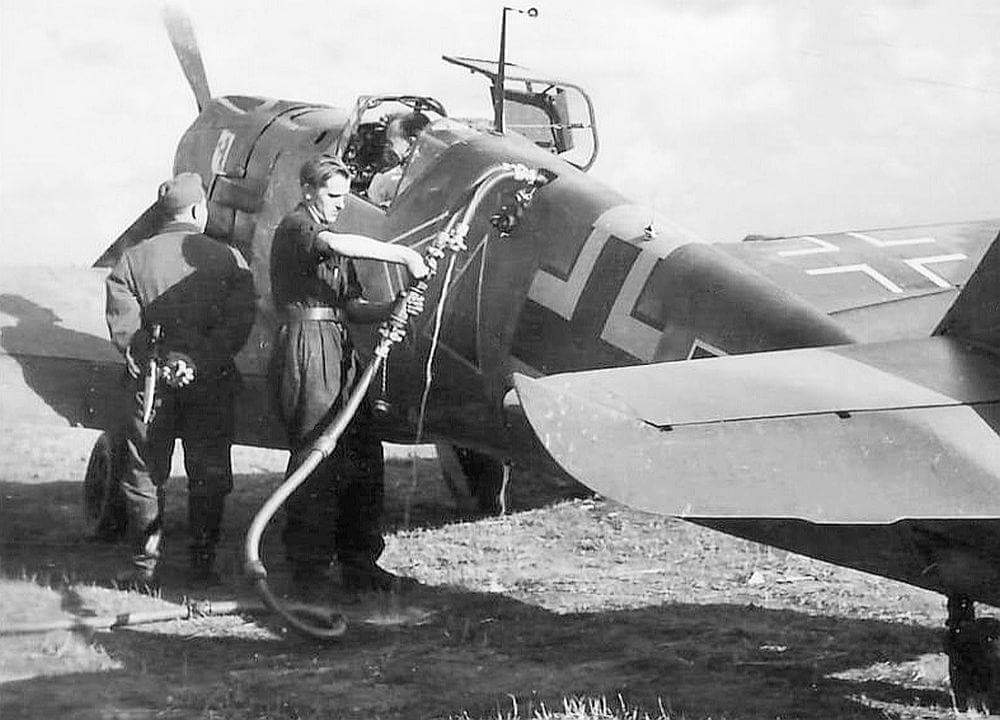 Refueling a Messerschmitt Bf 109E with B-4 fuel. Bundesarchiv.